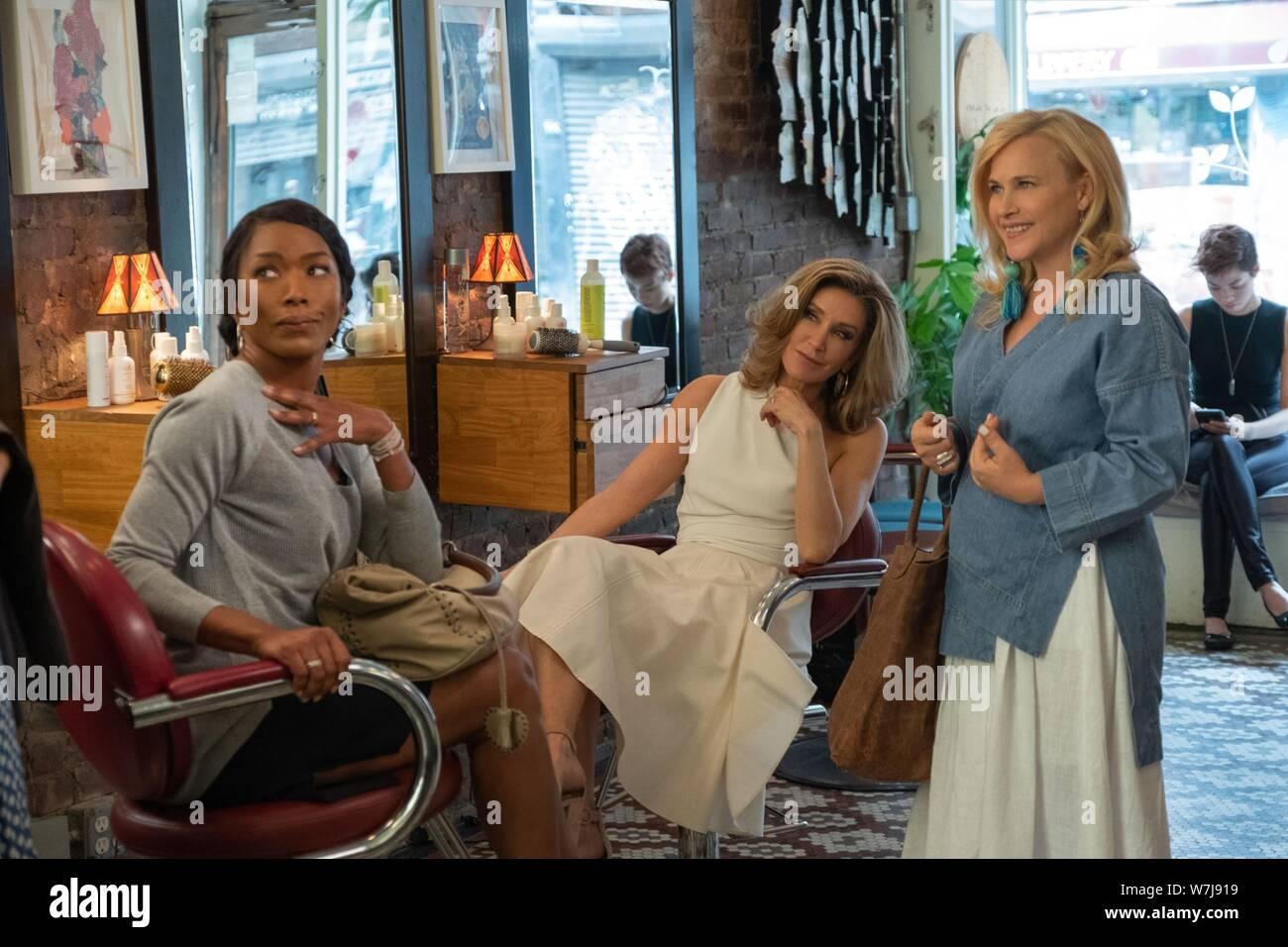 OTHERHOOD, desde la izquierda: Angela Bassett, Felicity Huffman, Patricia Arquette, 2019. ph: Linda Kallerus / © Netflix / cortesía Colección Everett Foto de stock