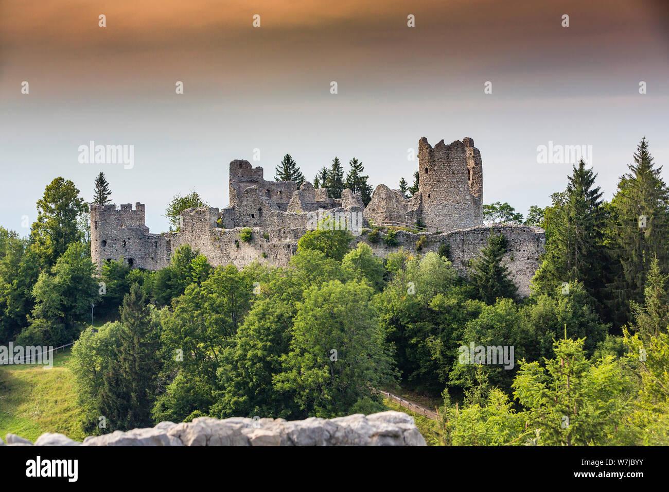 Alemania, Baviera, Allgaeu, Eisenberg, vista a Hohenfreyberg Castillo Castillo Foto de stock
