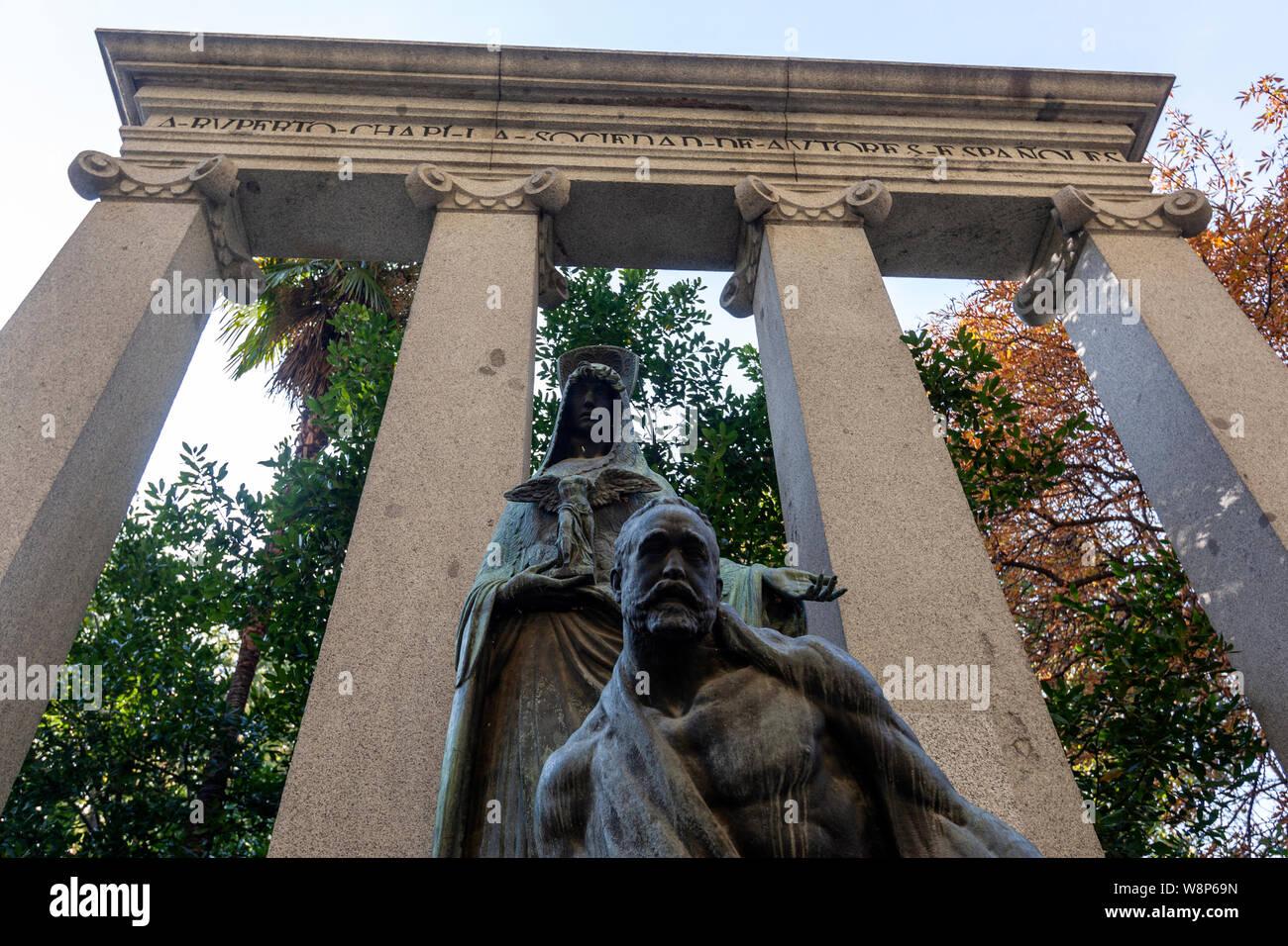 Monumento a Ruperto Chapí, el Parque del Buen Retiro, Madrid, España Foto de stock
