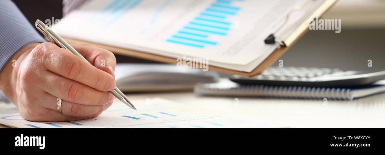 Las inversiones financieras de la burocracia de cálculo de impuestos Foto de stock