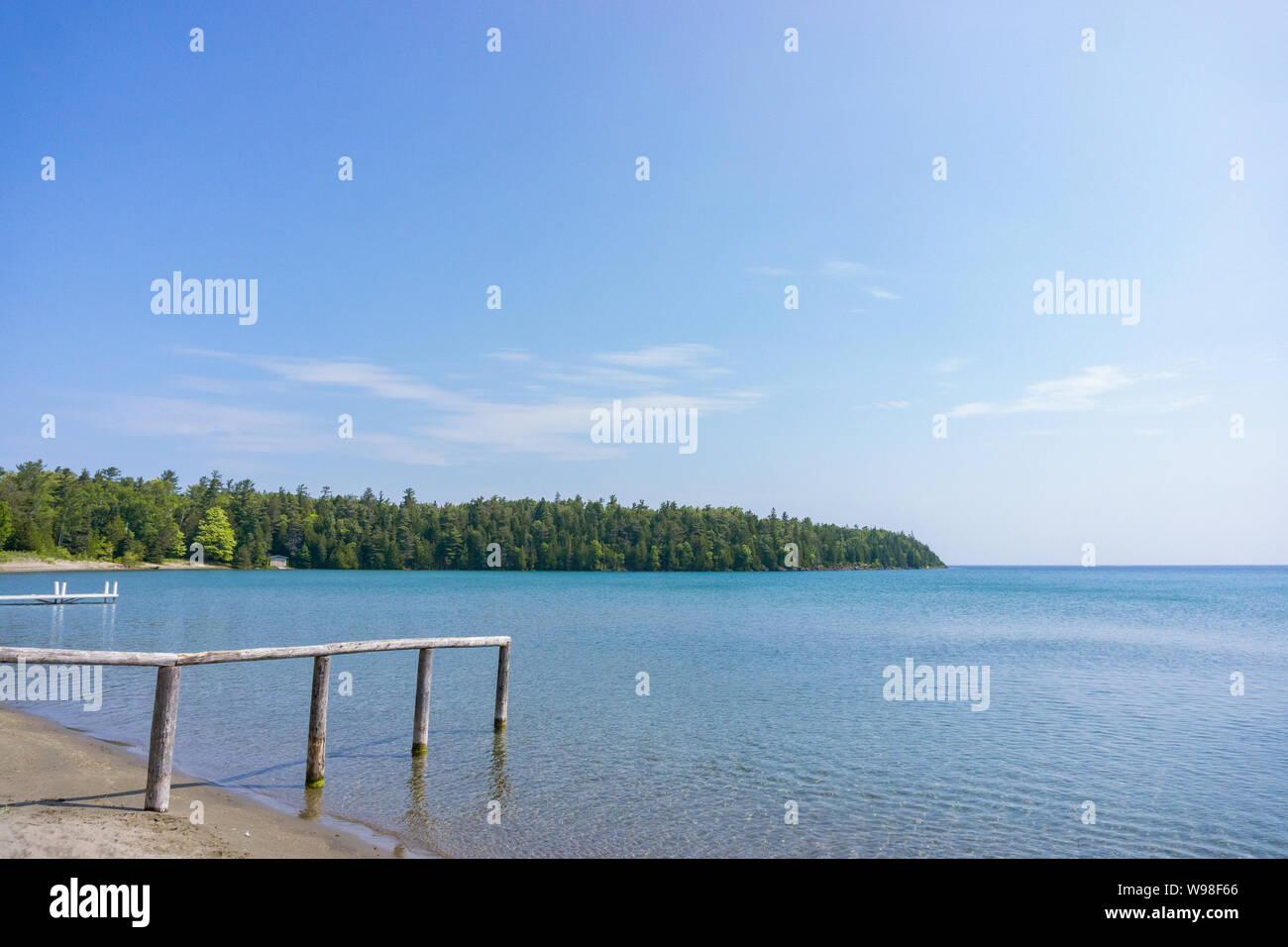 Playa desierta cerca de Tobermory, Ontario en la península de bruce Foto de stock