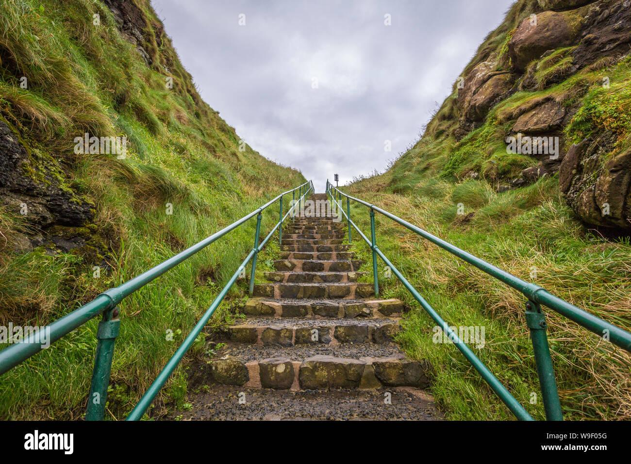 Castillo de Dunluce en la maravillosa costa de Antrim, Co Antrim, Irlanda del Norte Foto de stock