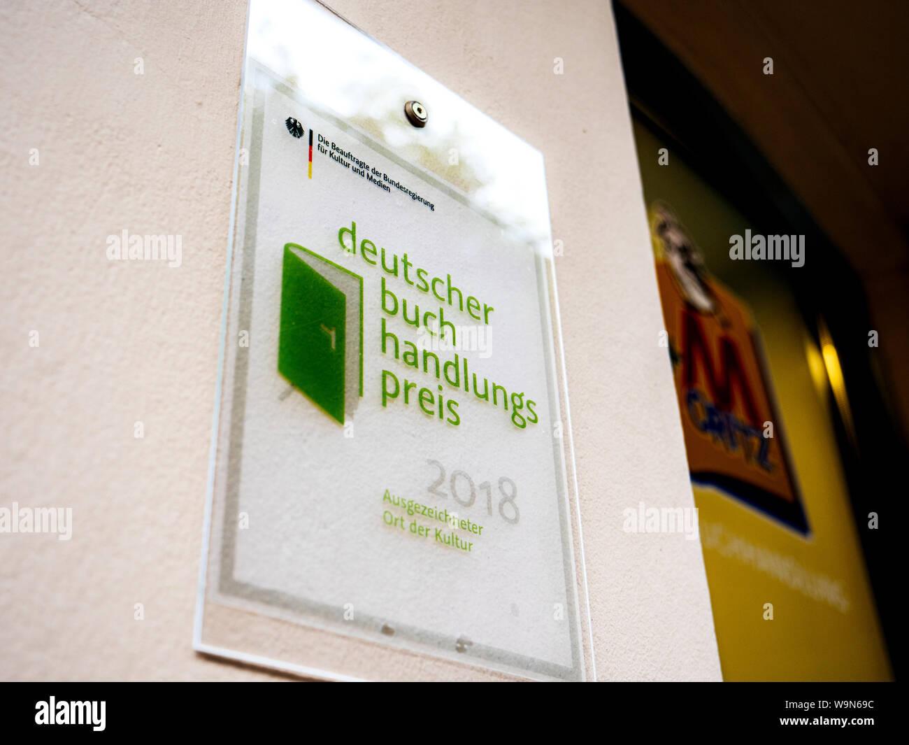 Baden-Baden, Alemania - 7 jul, 2019: Deutscher buch handlungs preis para 2018 traducido como el Premio Alemán de la librería en la entrada de la librería Foto de stock