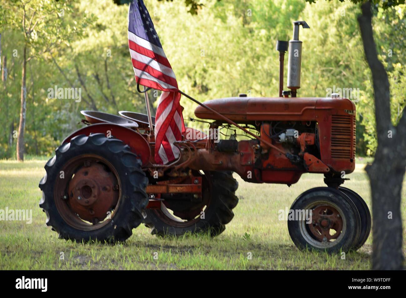 Tractor con Bandera Americana Foto de stock