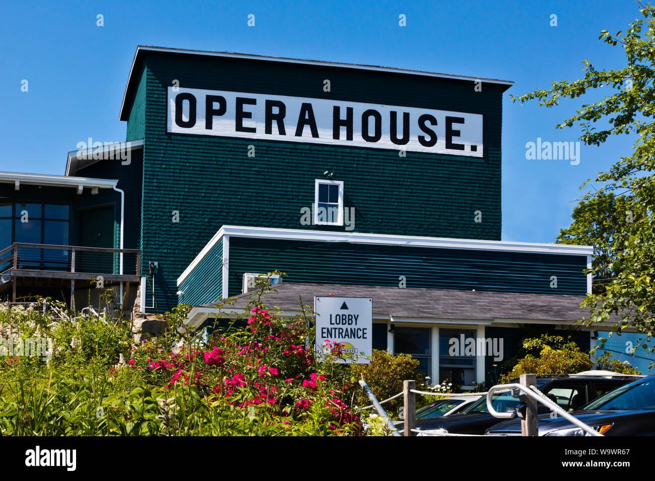 La casa de la ÓPERA DE STONINGTON un importante puerto de pesca de langosta y destino turístico - Deer Island, Maine Foto de stock