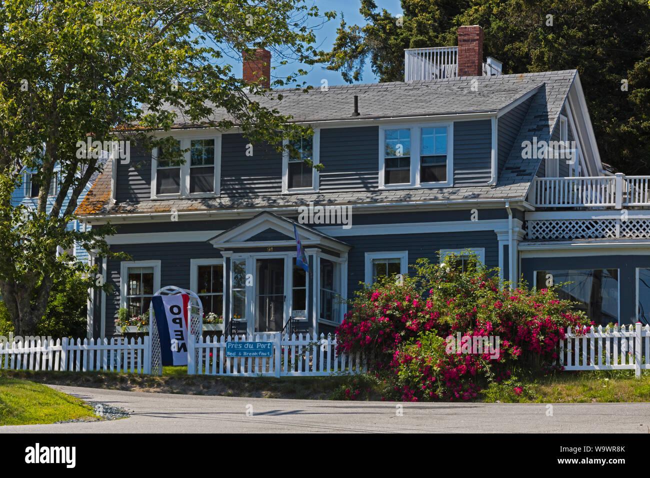 Estilo Nueva Inglaterra bed and breakfast en STONINGTON un importante puerto de pesca de langosta y destino turístico - Deer Island, Maine Foto de stock