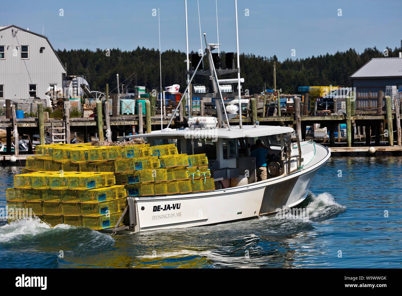 Un barco de pesca de langosta jefes de Stonington un importante destino turístico - Deer Island, Maine Foto de stock