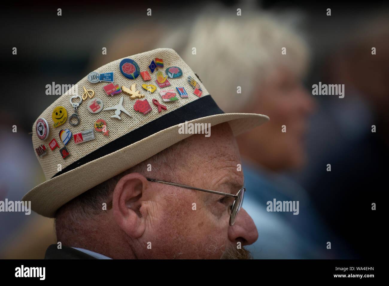 Un sombrero de protesta en el Berlin Gegen nazi de demostración en Alexanderplatz, Berlín, Alemania. Foto de stock