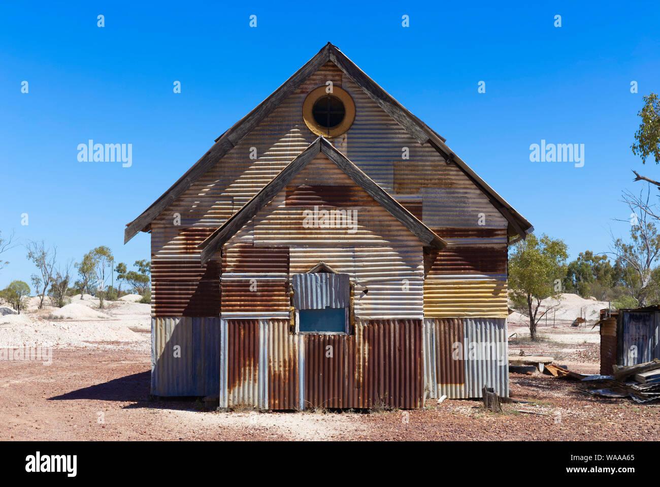 """La iglesia de hierro corrugado fue construido como parte de la """"diosa de la película de 1967 película ambientada en Lightning Ridge, Nueva Gales del Sur, Australia Foto de stock"""