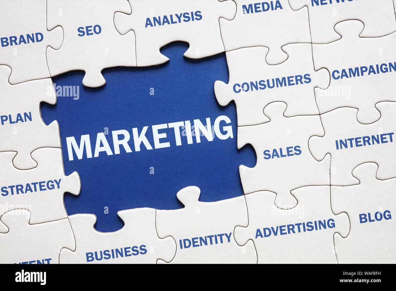 La solución de marketing empresarial rompecabezas Foto de stock