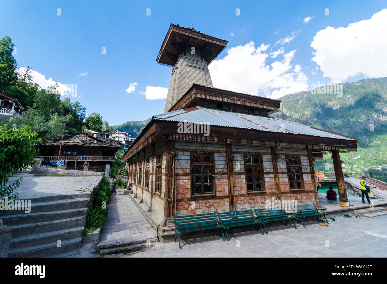 Manali, Himachal Pradesh, India - Mayo 30, 2019 : Templo en los Himalayas. Foto de stock