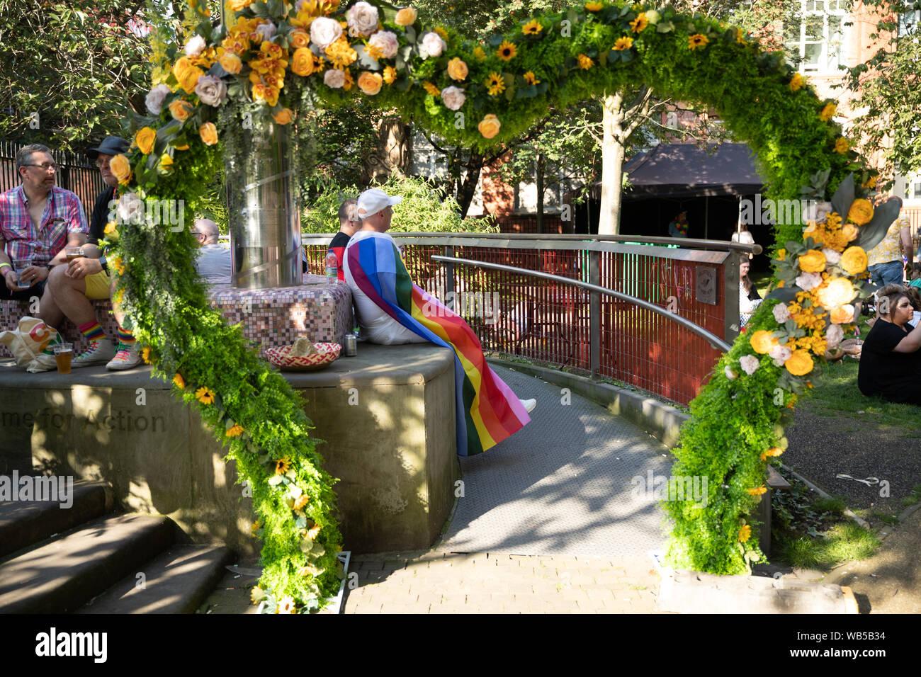 Manchester, Reino Unido, 24 de agosto de 2019. Una persona que atiende el orgullo de Manchester. Orgullo de Manchester está organizada para celebrar una gran variedad de sexualidades. Crédito: Jonathan Nicholson/Alamy Live News. Foto de stock