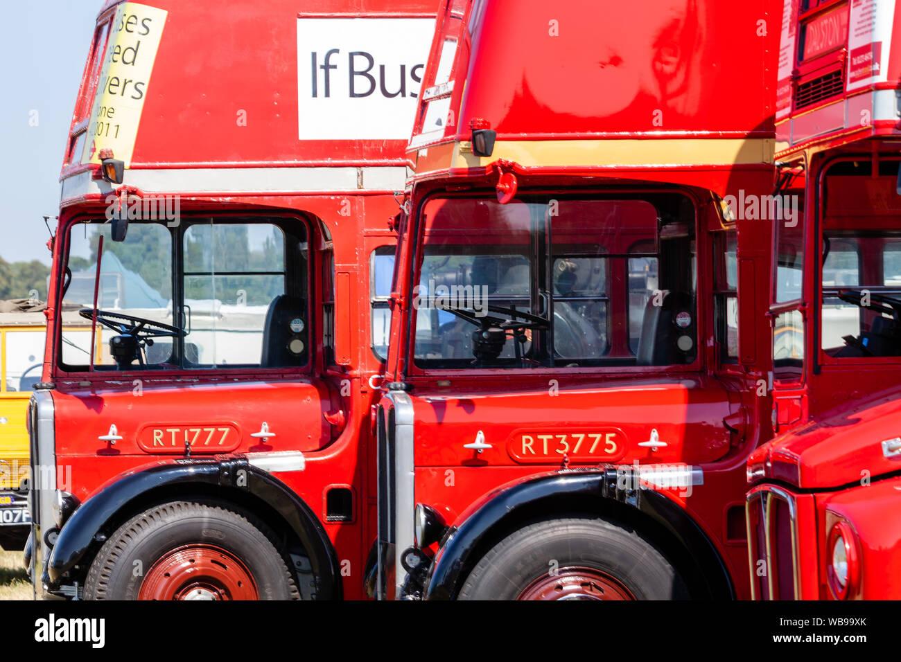 Dos autobuses Routemaster de Londres en el espectáculo Hellingly Festival of Transport. Foto de stock