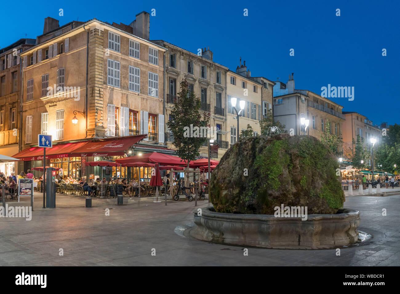 Fuente en Cours Mirabeau, Aix-en-Provence Bouches-du-Rhone, Provence-Alpes-Côte d'Azur, Francia Foto de stock