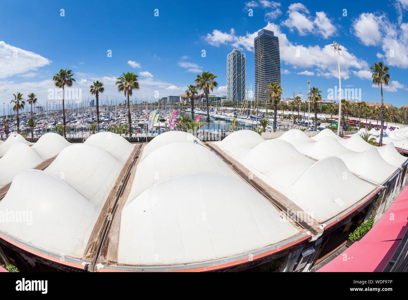 Puerto de foro -Port del Forum-, Barcelona, España Foto de stock