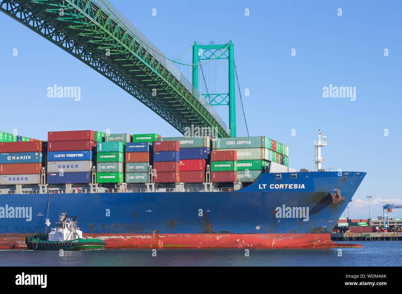 Imagen que muestra la LT Cortesia buque portacontenedores que parten del Puerto de Los Angeles. Foto de stock