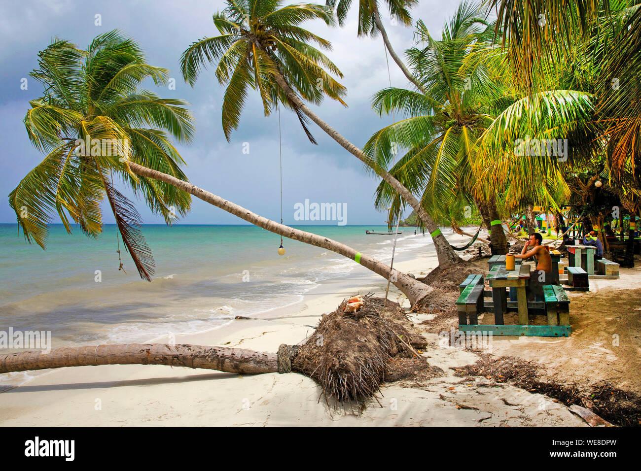 Colombia, la Isla de Providencia, Rolland's Bar ubicado en Playa Manzanillo Foto de stock