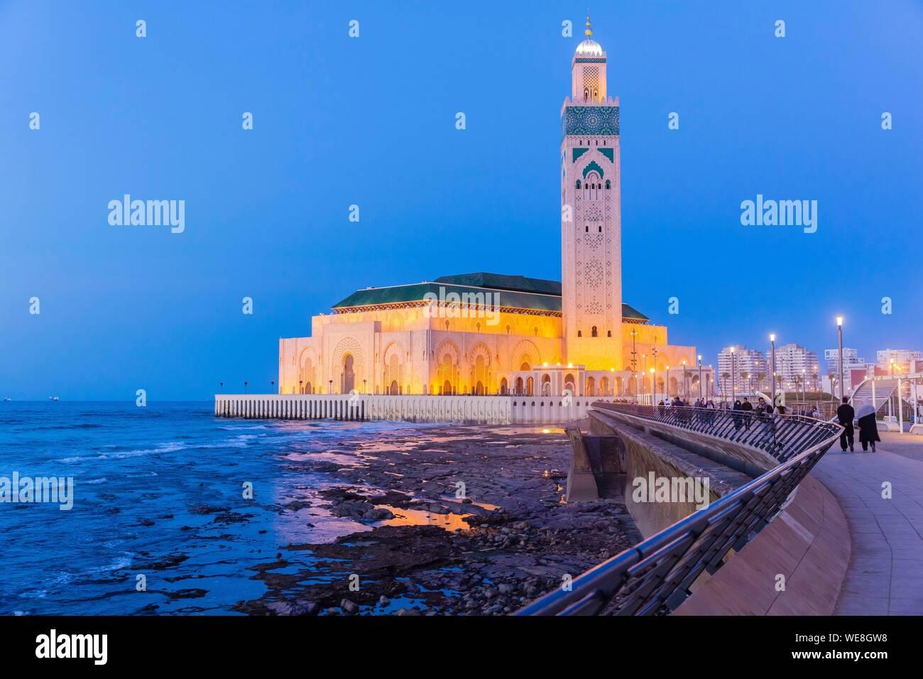 Marruecos, en Casablanca, en la explanada de la mezquita de Hassan II Foto de stock