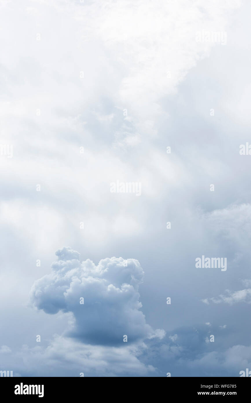 Ángulo de visión baja de Cloudscape Foto de stock