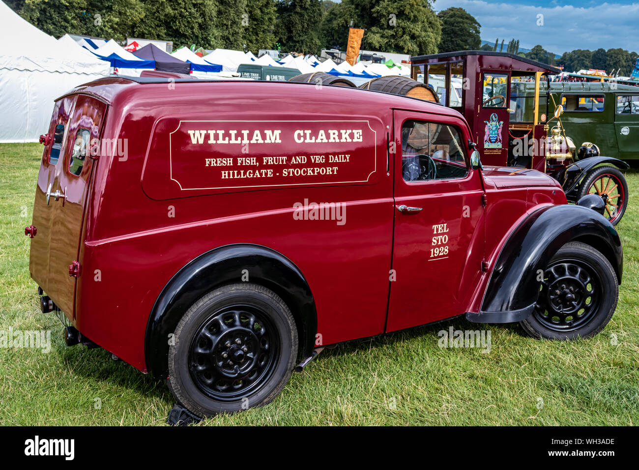 Los coches antiguos, furgonetas, camiones y buses en Chatsworth House Country Fair 2019,Peak District de Derbyshire, Inglaterra. Foto de stock