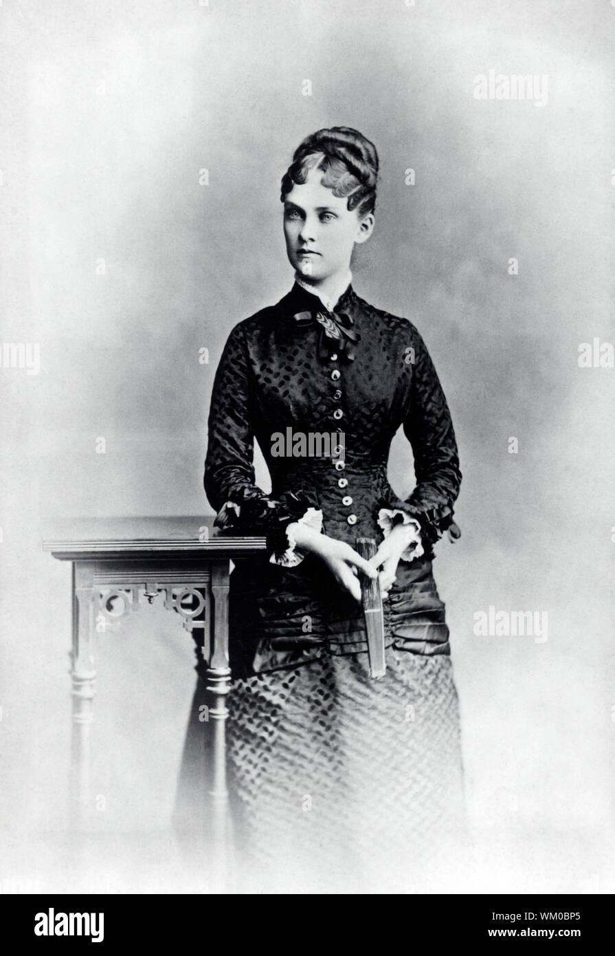 Alice Roosevelt, primera esposa de Theodore Roosevelt, Longitud Three-Quarter retrato, 1880 Foto de stock