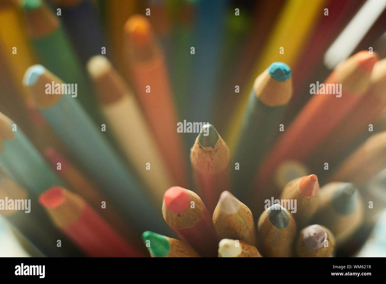 Cerca de varios lápices de colores Foto de stock