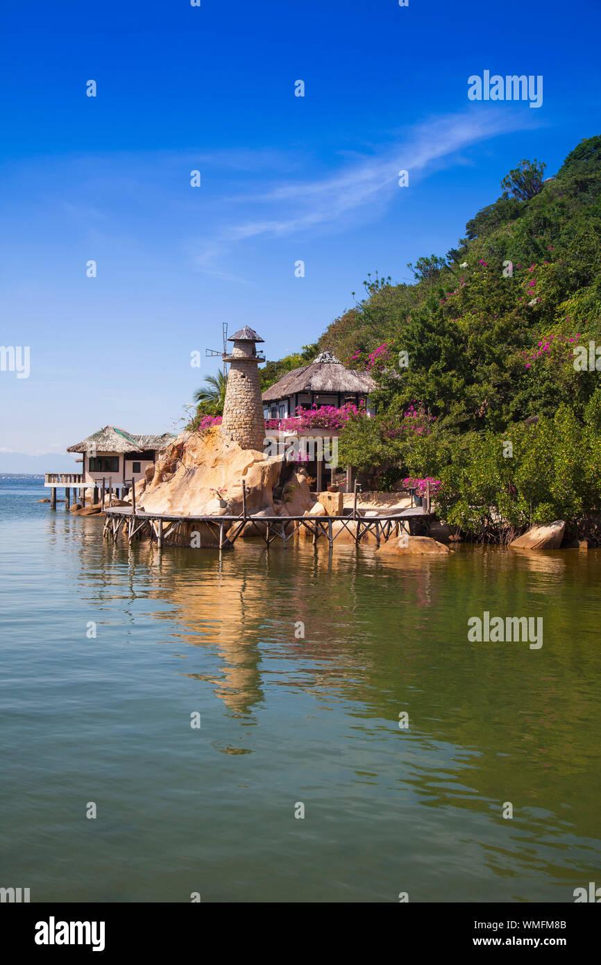 Pequeño bungalow resort Ngoc Suong, Cam Ranh Bay, el mar de China meridional, Nha Trang, Vietnam, Asia Foto de stock