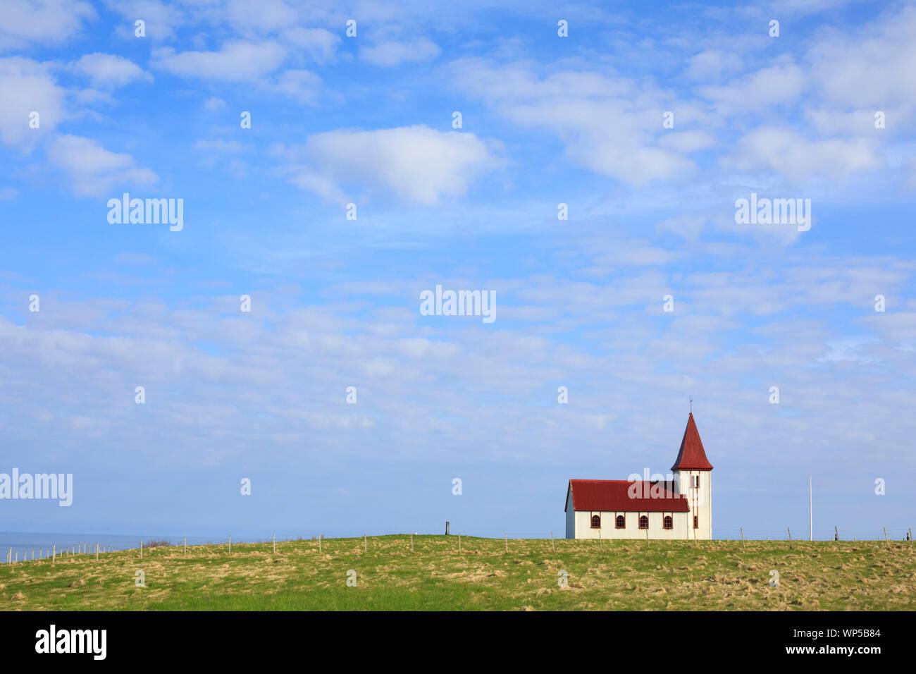 Iglesia en Hellnar, Islandia Foto de stock