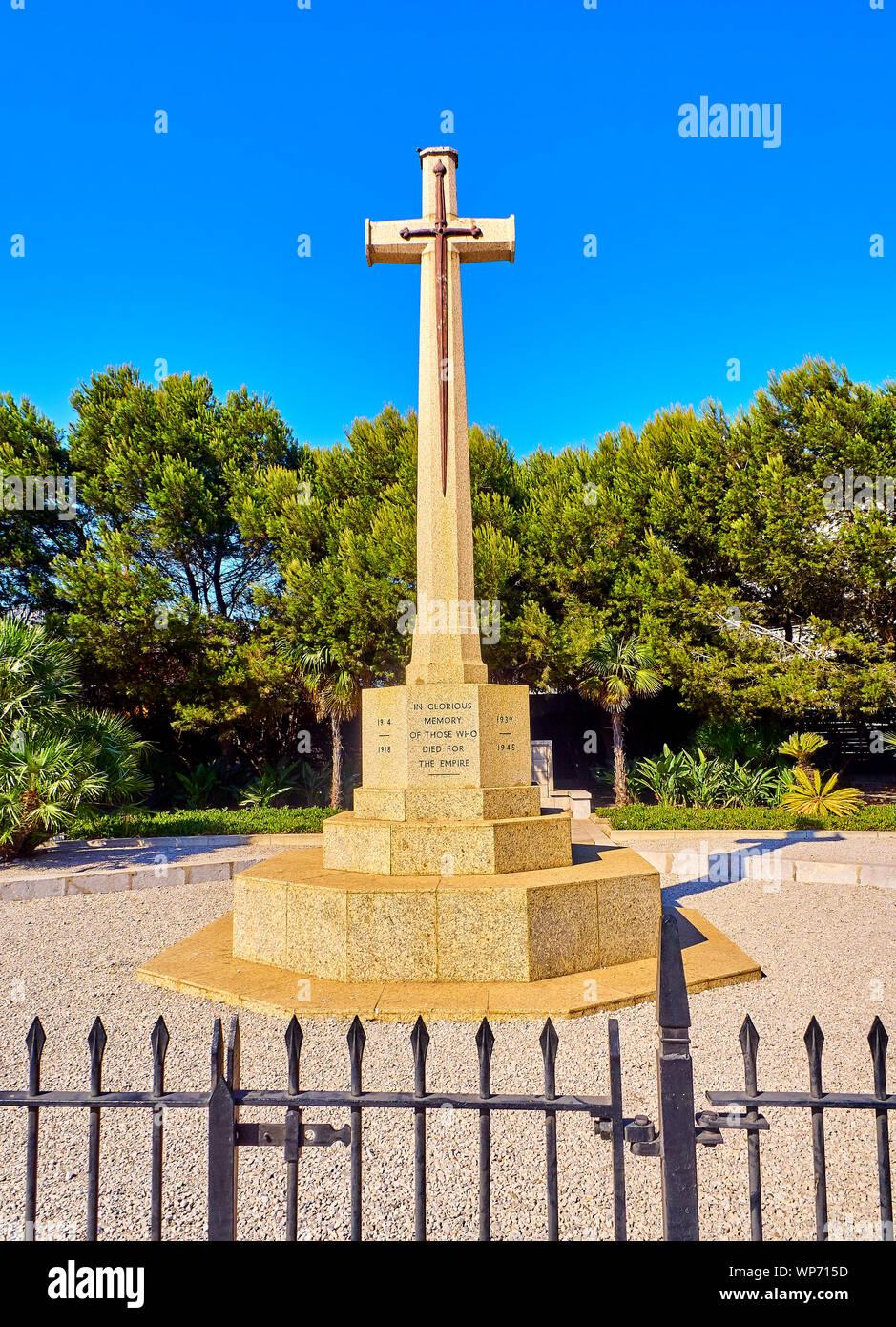 Cruz de sacrificio. Un monumento conmemorativo de la guerra en el Territorio Británico de Ultramar de Gibraltar. En el Reino Unido. Foto de stock