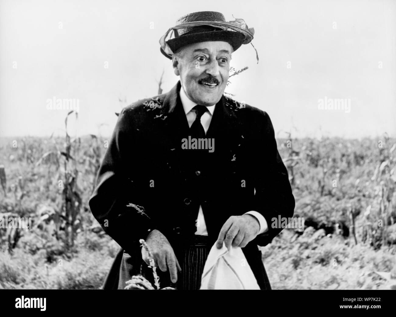 """Toto, de la película italiana, """"Los halcones y los Gorriones', alias 'Uccellacci e Uccellini', Arco Film con la distribución a través del CIDIF, 1966 Foto de stock"""