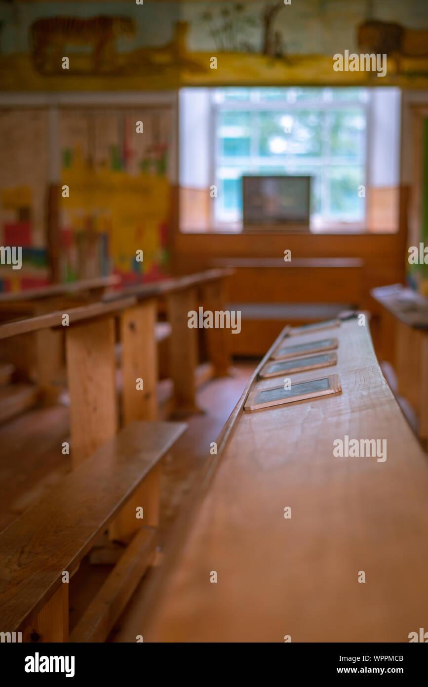 Imagen de fondo de un aula de escuela primaria con espacio de copia Foto de stock