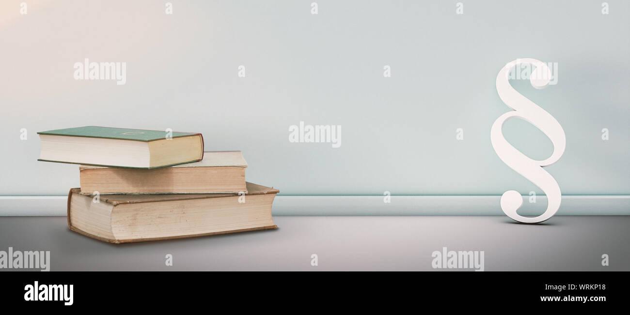 Símbolo de párrafo por los libros Contra la pared Foto de stock