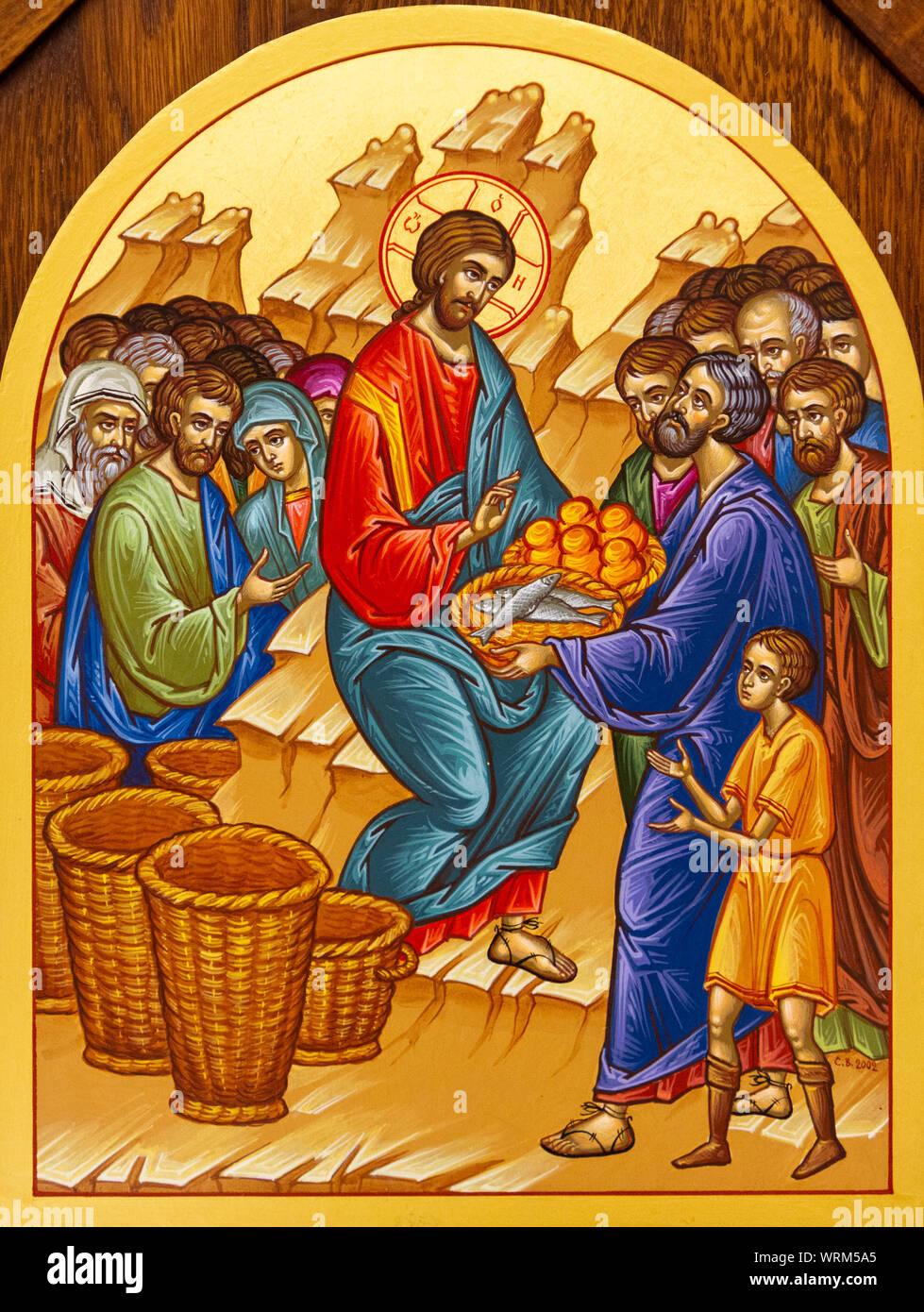 El icono de la multiplicación de los panes y los peces - Alimentación de la  multitud. La iglesia de San Elías Fotografía de stock - Alamy