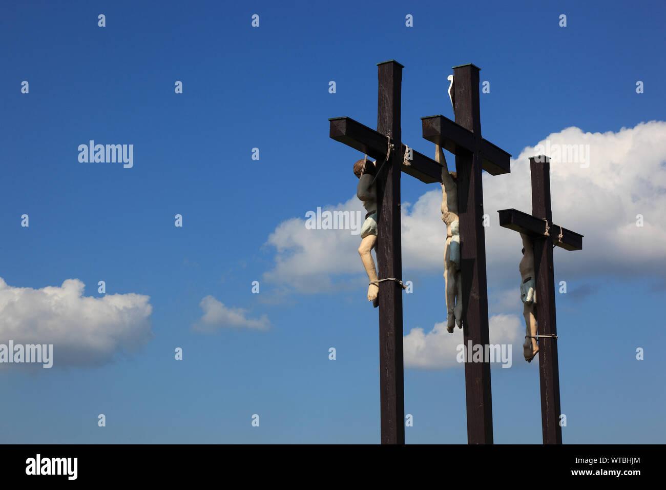 Die Drei Golgota-Kreuze auf dem Kreuzberg, nahe der Stadt Bischofsheim an der Rhön, Landkreis Rhön-Grabfeld, Unterfranken, Bayern, Deutschland. El th Foto de stock