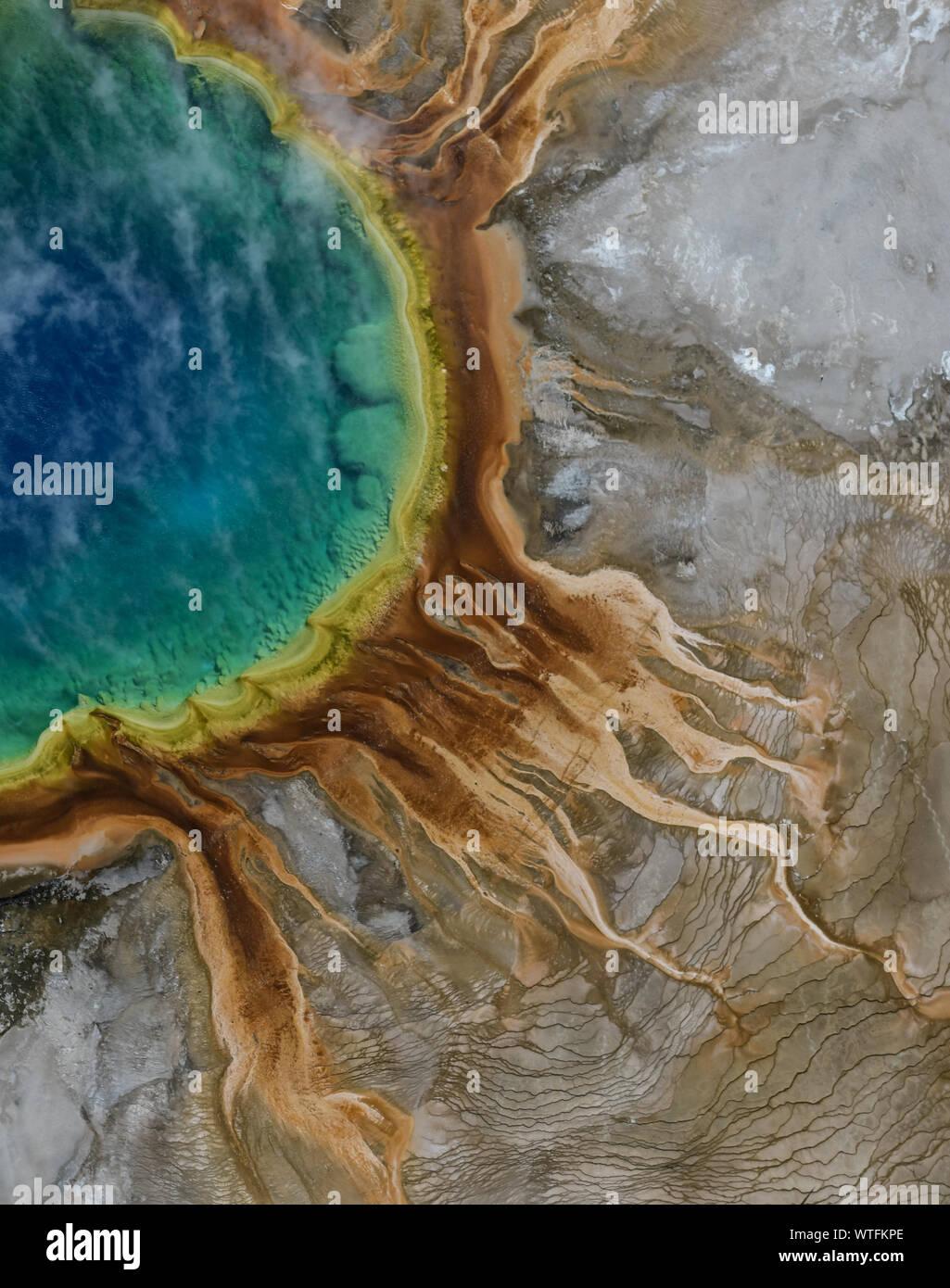 Vista aérea de Grand Prismatic Spring, en el Yellowstone. Foto de stock