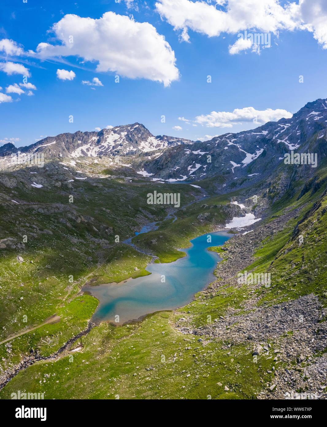 Vista aérea de los lagos que rodean Naret, en particular el Lago del Corbo en Lavizzara Valley, el valle de Maggia. Foto de stock