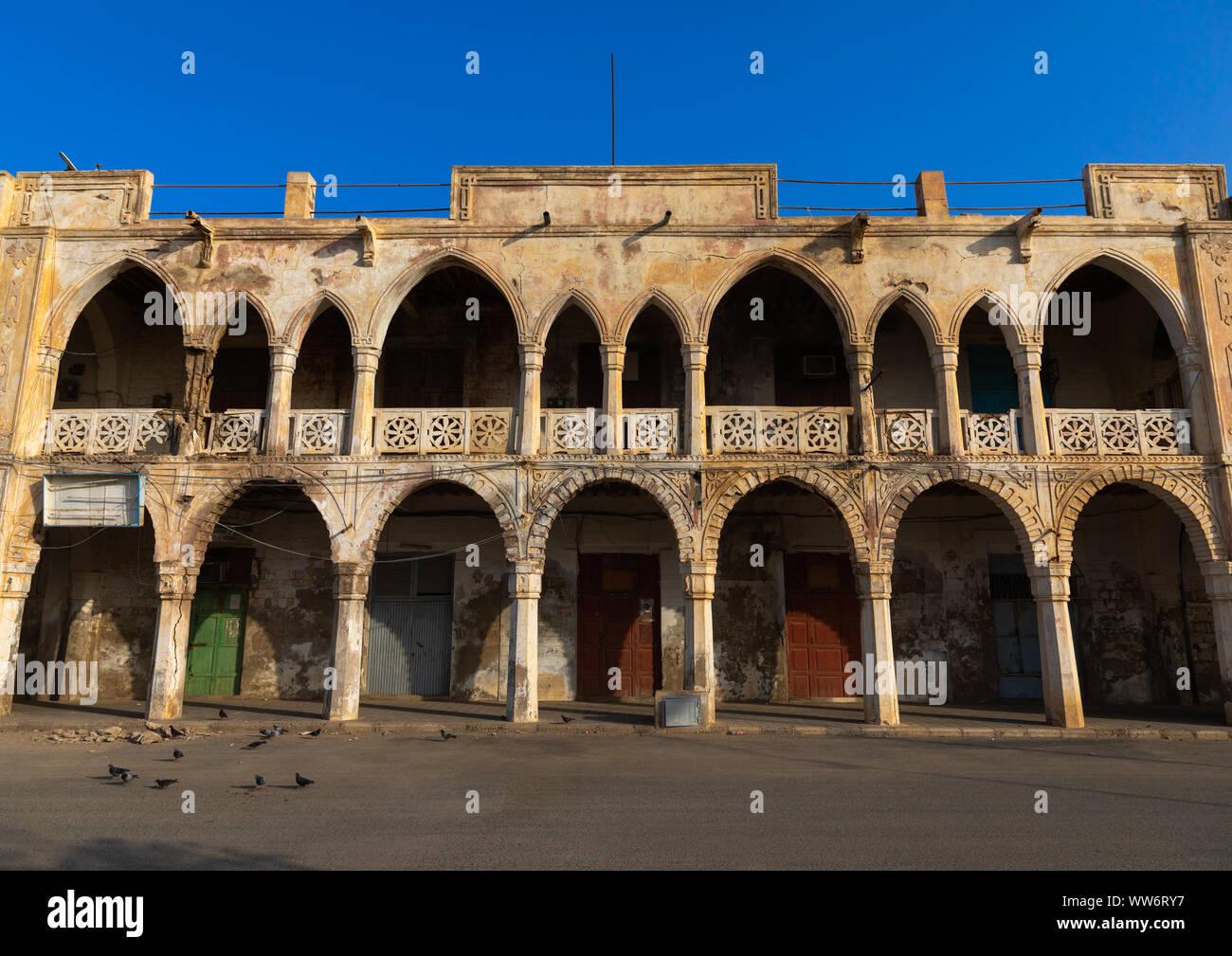 Antiguo Edificio de arquitectura otomana, norte del Mar Rojo, Massawa, Eritrea Foto de stock