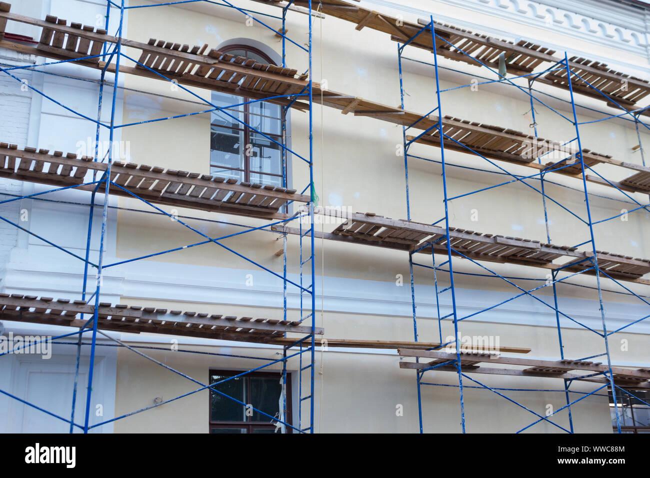 Edificio de apartamentos exterior . Renovación de edificios imagen concepto Foto de stock