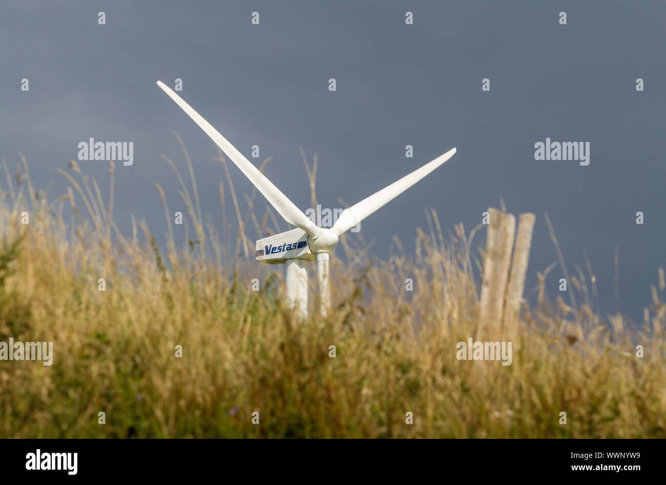 La generación de energía a partir de aerogeneradores Foto de stock