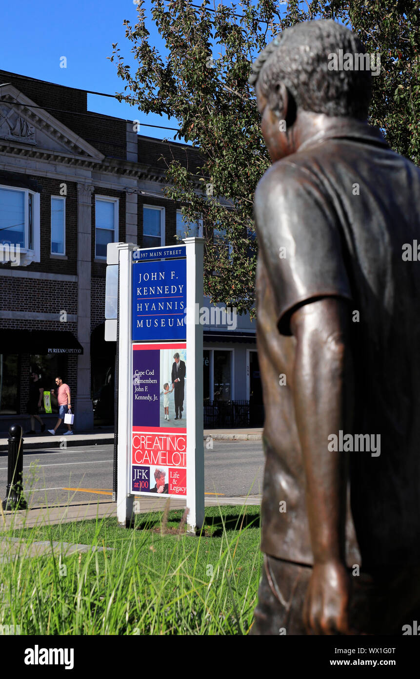 Cierra una vista detallada de la estatua de bronce de John F. Kennedy en frente de John F. Kennedy Hyannis Museum.JFK Museum.Hyannis.Cape Cod.Massachusetts.EE.UU. Foto de stock
