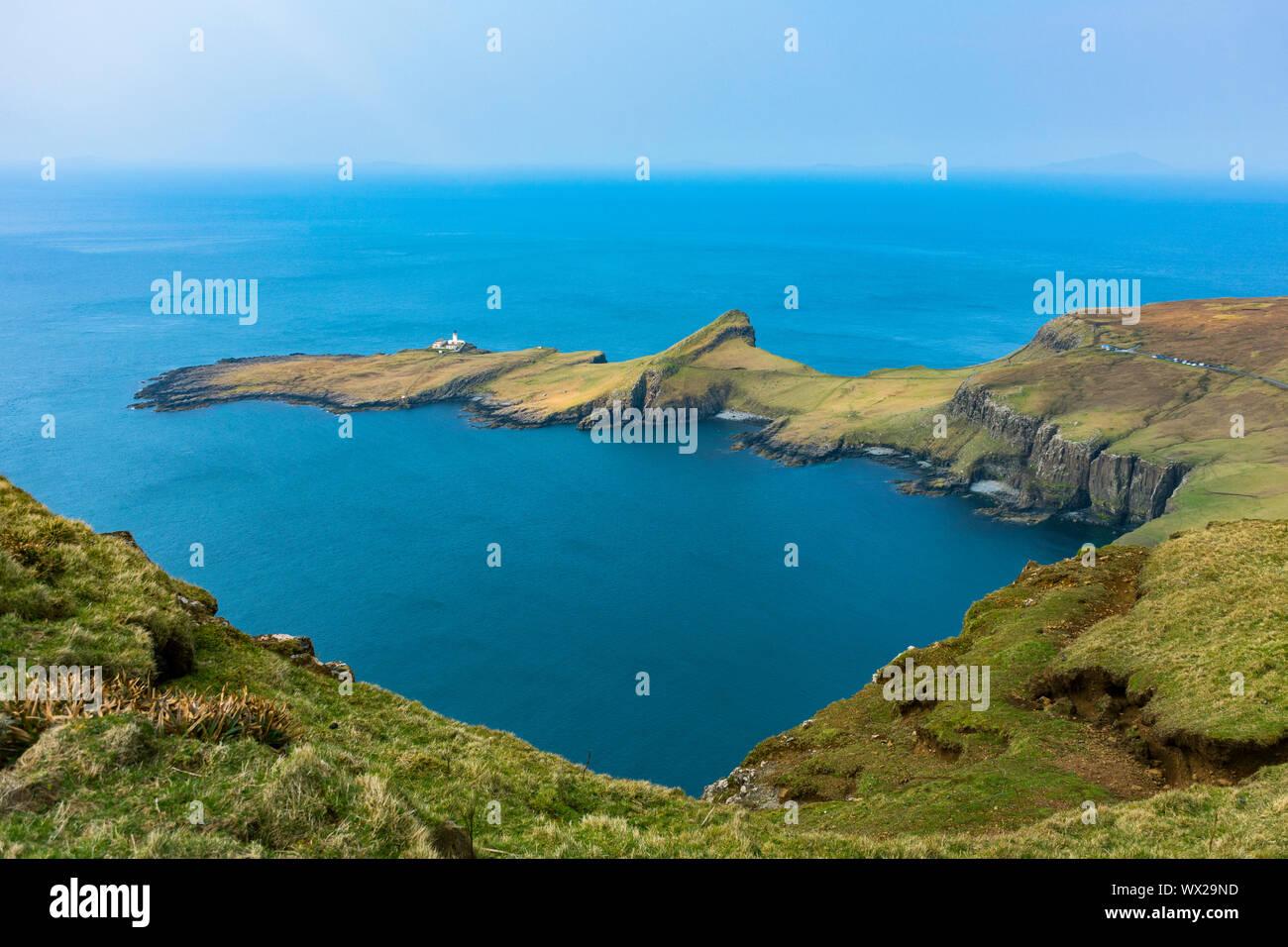 Neist Point (Rubha na h-Heist) sobre Moonen Bay, desde Waterstein Head, Duirinish, Isla de Skye, Escocia, Reino Unido Foto de stock