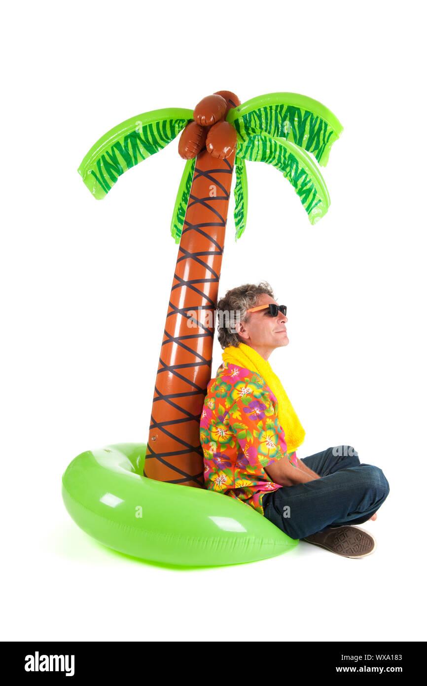 Típico turista en una isla tropical aislada sobre fondo blanco. Foto de stock