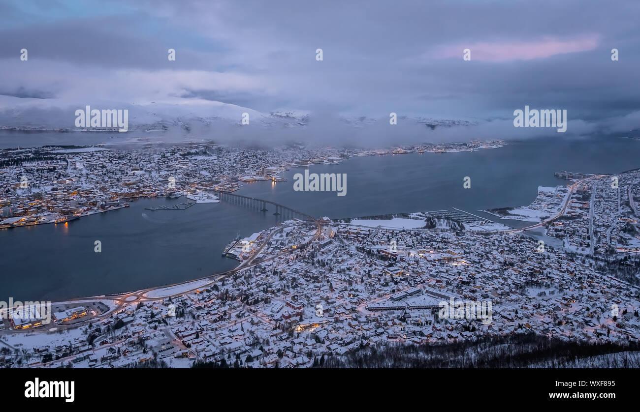La ciudad de Tromso en invierno Foto de stock