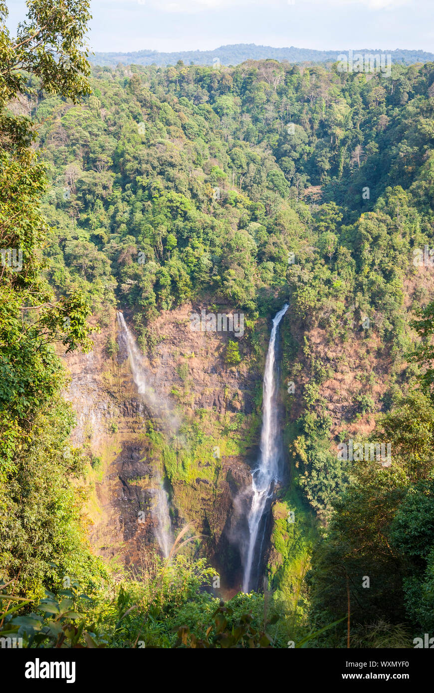 Tad Fane cascada impresionante desde arriba, Paksong, Laos Foto de stock