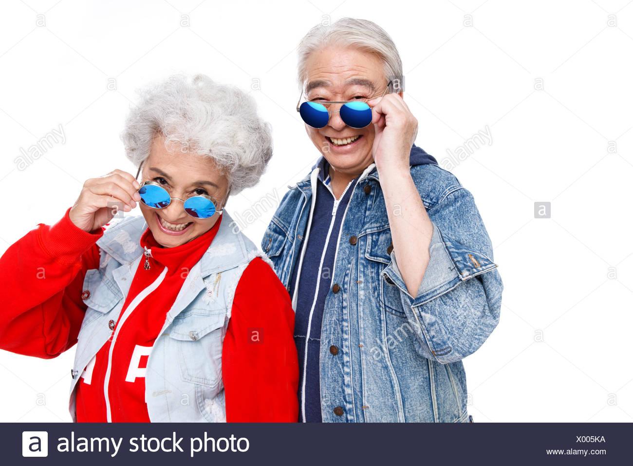 La Con Moda Gafas Imagen De Ancianos Pareja Sol Fotoamp; 8n0wvmNO
