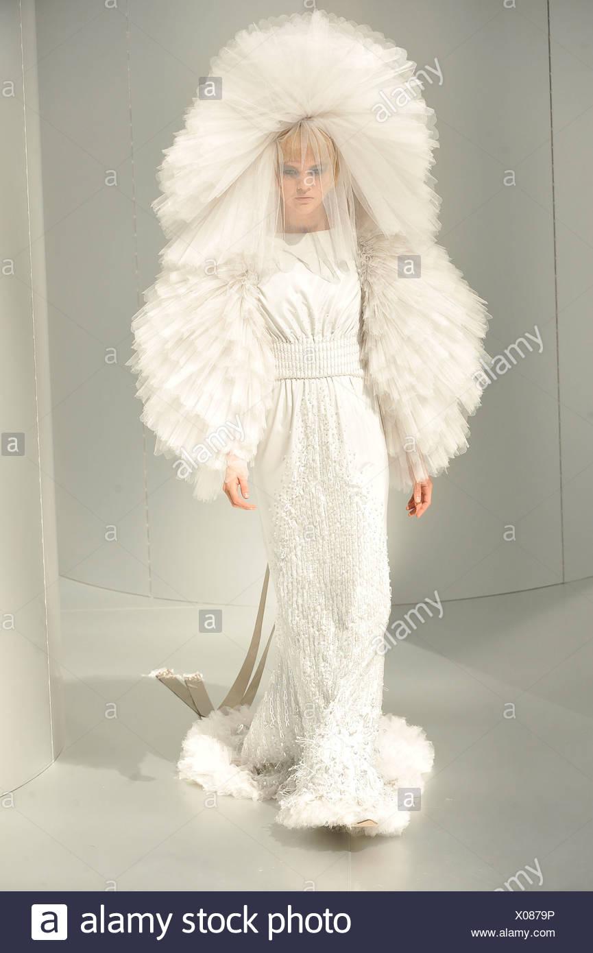 Chanel prive de Alta Costura de París otoño invierno modelo ...