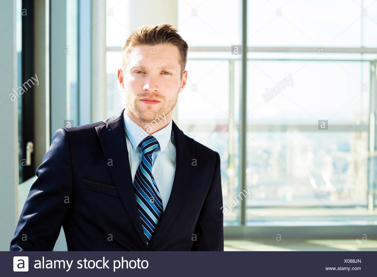 Retrato de empresario bien vestidos Imagen De Stock