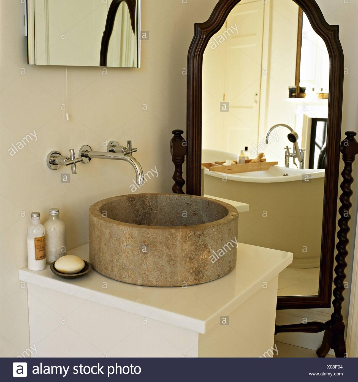 Moderno Enmarcado Espejo Del Baño De Cromo Bosquejo - Ideas de Arte ...