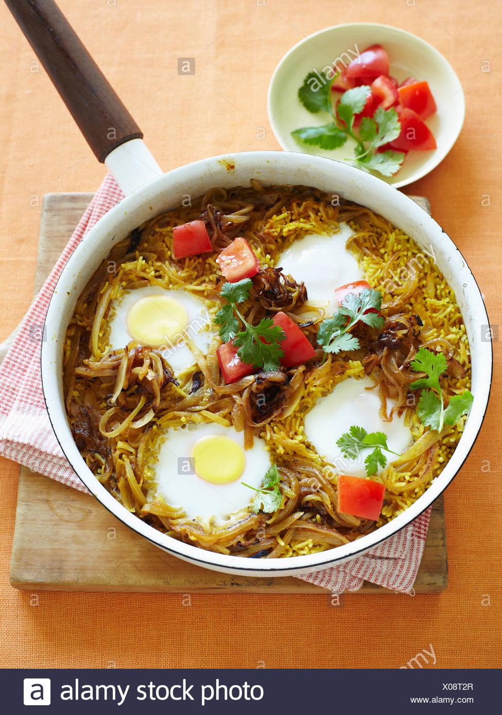 Pan de arroz los huevos y el tomate. Imagen De Stock