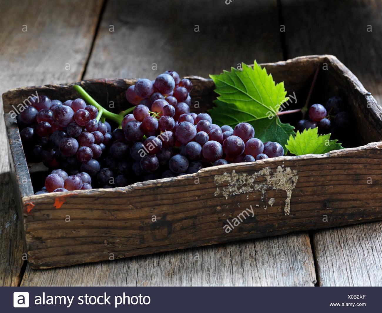 Frutas frescas orgánicas, uvas de fresa Imagen De Stock
